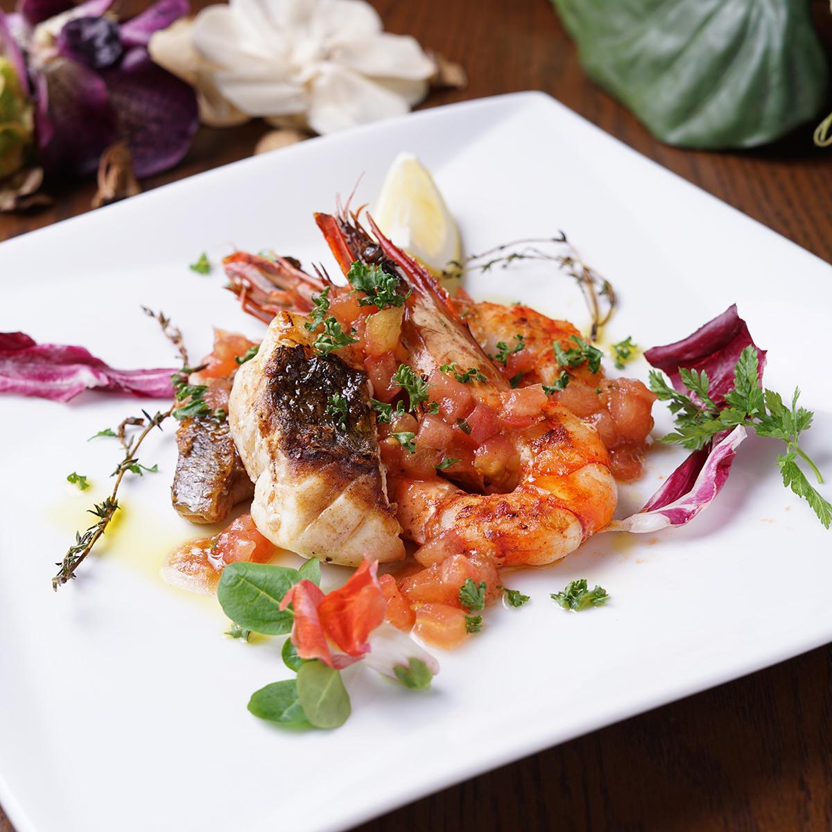 白身魚と有頭エビの香草グリル フレッシュトマトソース
